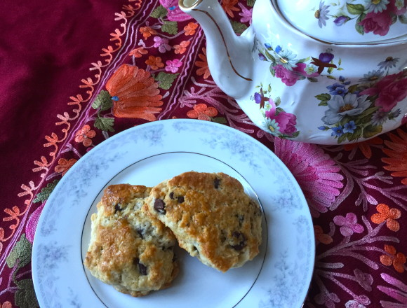 chai scones with tea